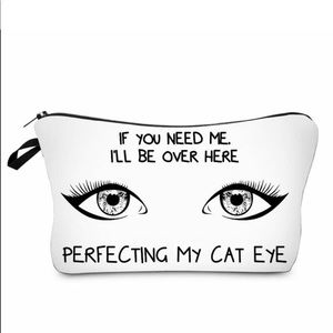 "🛍2/$15 NEW ""Cat Eye"" Padded Travel Makeup Bag 5x8"